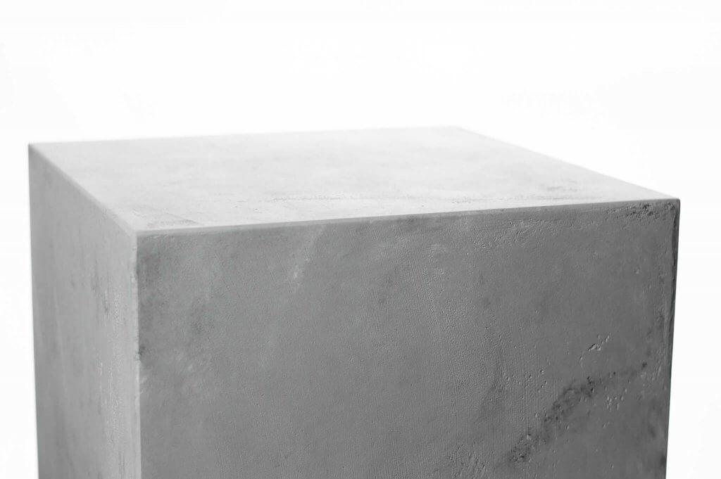 betonlook sokkel dichtbij afwerking en structuur