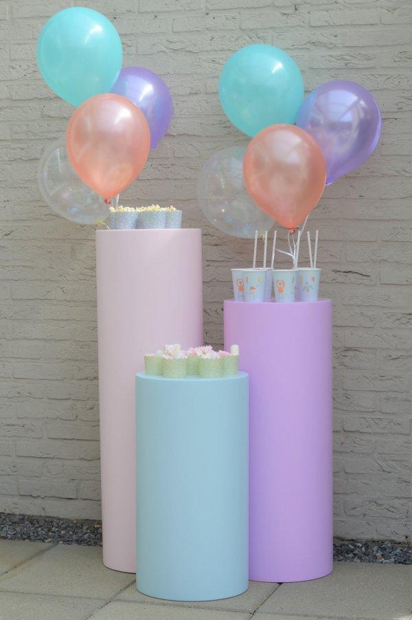 drie_ronde_sokkels_met_balonnen