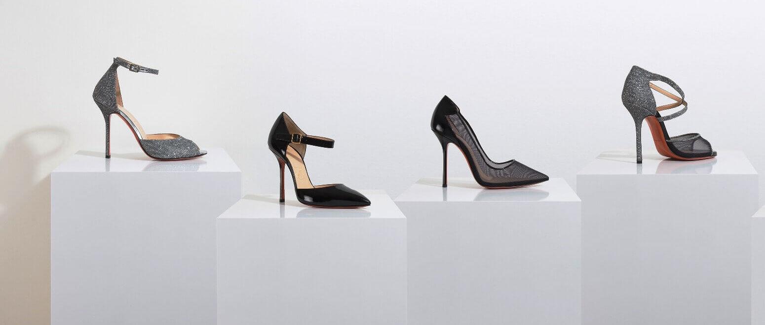 Witte_sokkels_met_schoenen